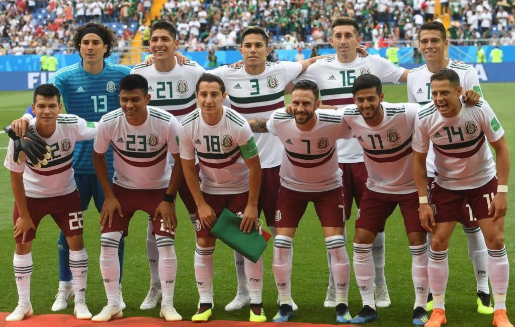 O México se aproximou de uma vaga nas oitavas de final da Copa do Mundo da  Rússia durante a tarde deste sábado. Empurrada por milhares de torcedores  em ... 2750399481b60